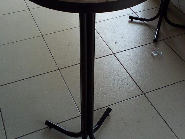 mesa-alta-modelo-bistro-com-azulejos-no-tampo